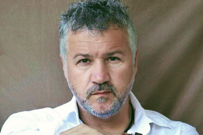 Σπύρος Πετρουλάκης: «Έχω αδυναμία στις αδυναμίες των ανθρώπων»