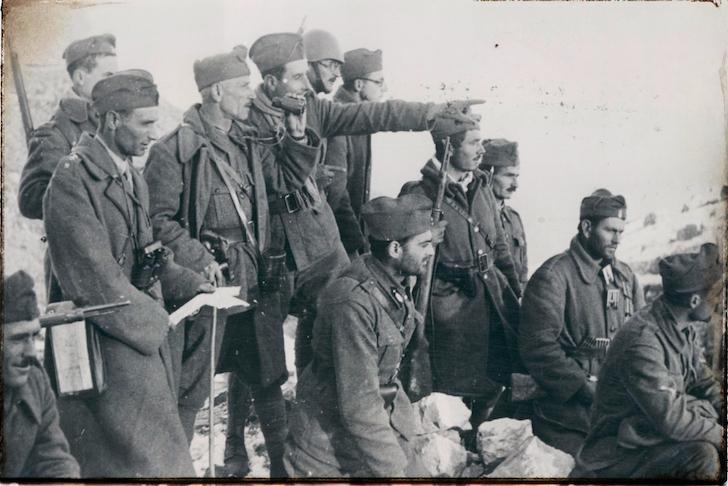Η στρατιωτική ζωή στη Νεοελληνική Λογοτεχνία, της Έλενας Χουζούρη