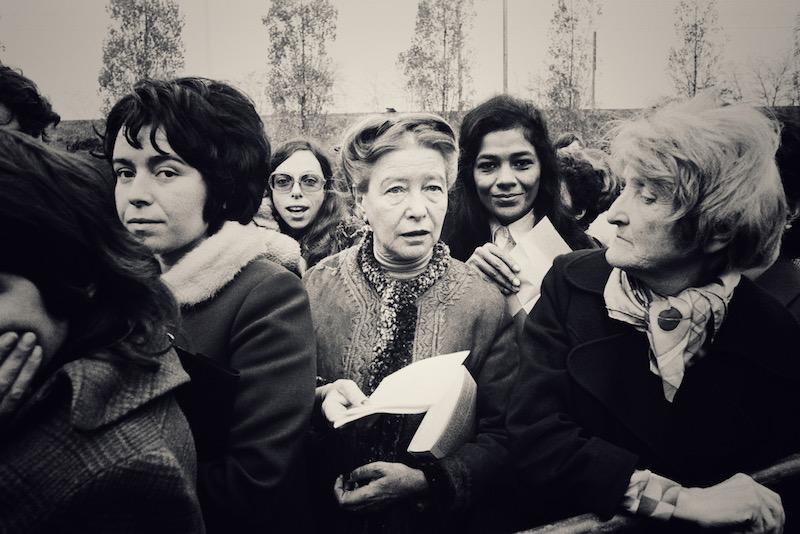 Φεμινισμός, της Ντέμπορα Κάμερον – πώς οι γυναίκες διεκδίκησαν και διεκδικούν τη ζωή τους