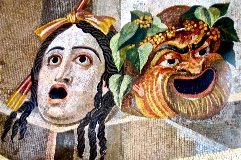 Η παράσταση της κωμωδίας στην αρχαία Ελλάδα, του Άλαν Χιούζ – Το Ελάφιον και το ιμάτιόν της