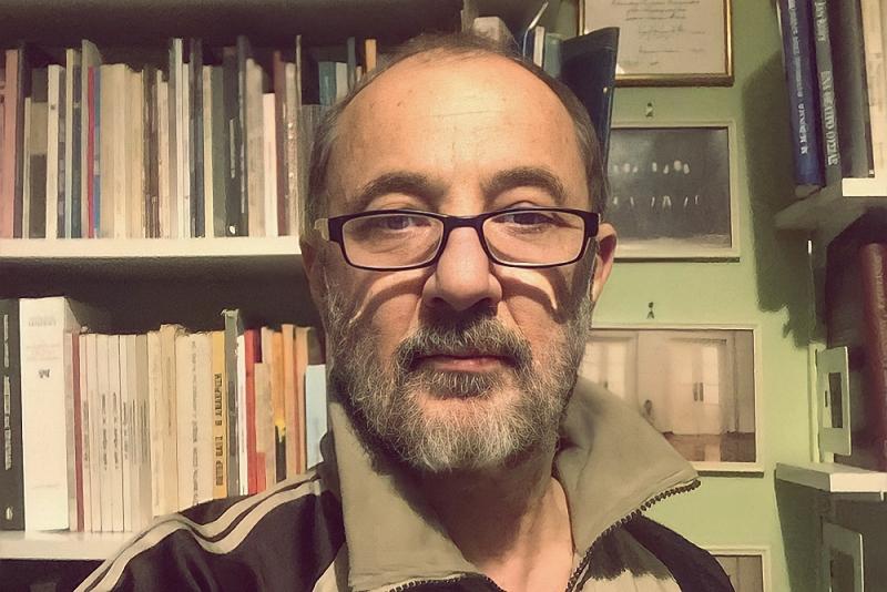 Διαβάζοντας με τον Στέλιο Μάινα
