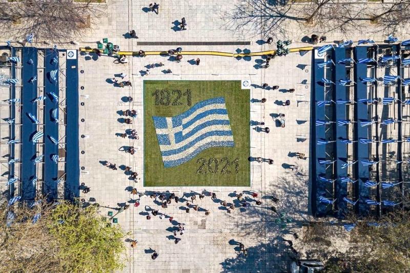 Υπό κατασκευήν σημαίες, του Θανάση Χατζόπουλου