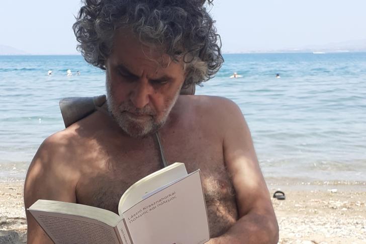Διαβάζοντας με τον Νίκο Χατζηελευθερίου