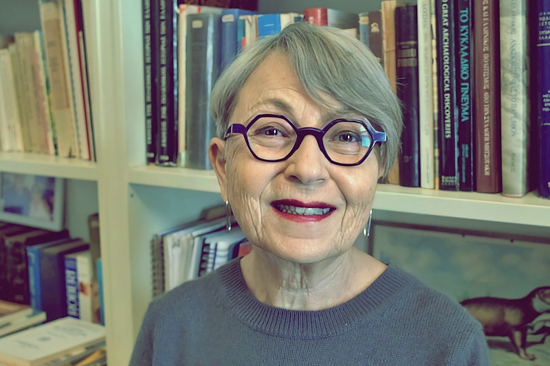Λίζα Σιόλα: «Δίνουμε μεγάλη σημασία στο βιβλίο ως αισθητικό αντικείμενο»