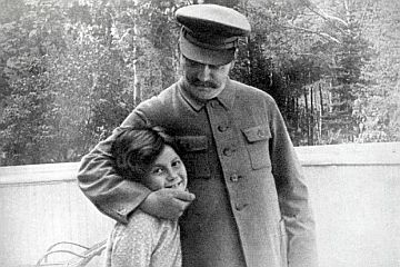 stalin-with-daughter2