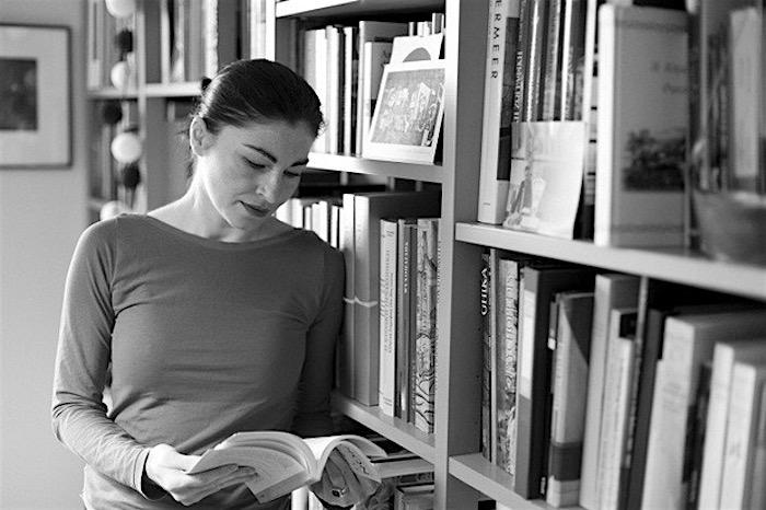 Διαβάζοντας με την Αλεξία Καλτσίκη