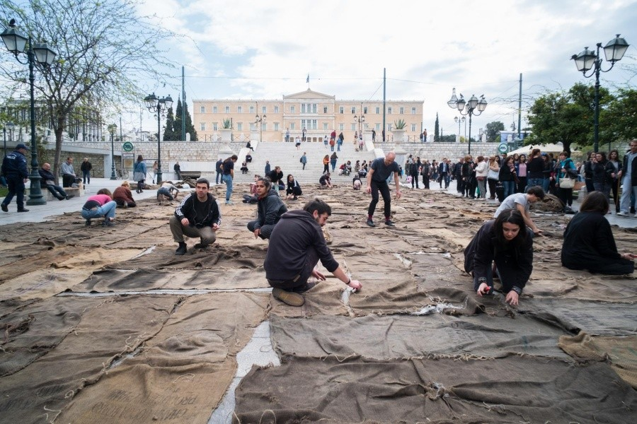 Documenta εν Αθήναις: Εικόνες από μια φάρσα