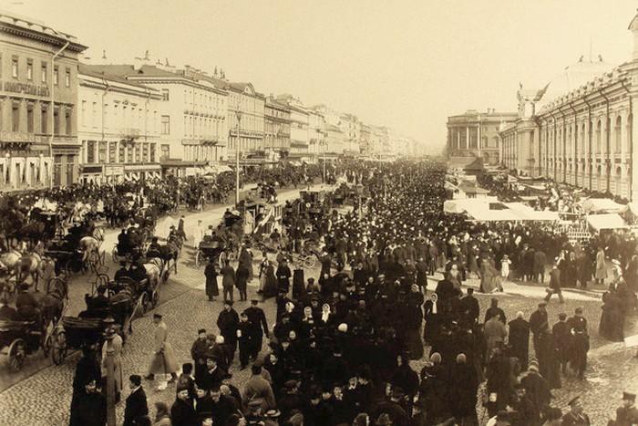 Το σκοτεινό καρναβάλι της Πετρούπολης