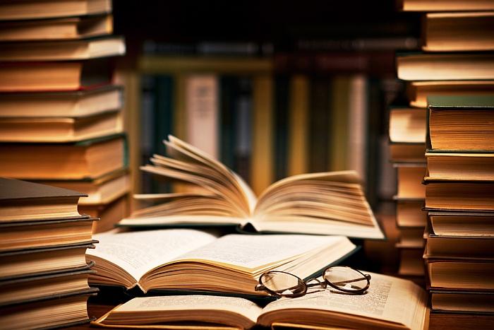 Ενώσεις λογοτεχνών και εκδοτών εναντίον υπουργού για τα δικαιώματα