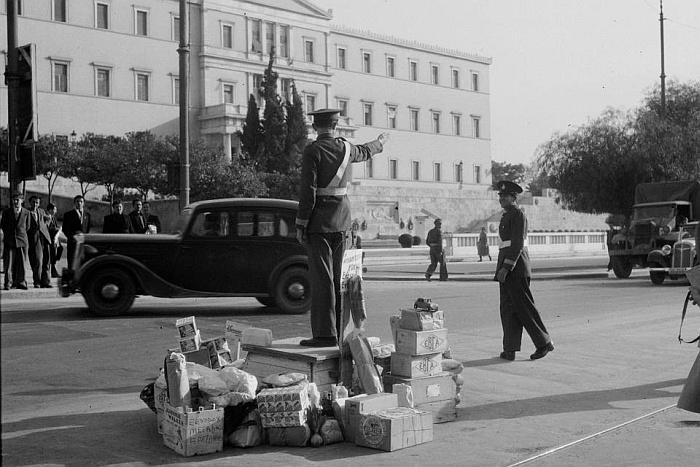 Τριάντα «φωτογραφίες» της γιαγιάς μας της Αθήνας