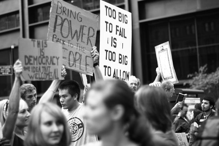 Γιατί δεν αγαπάμε (όσο θα οφείλαμε) τη δημοκρατία;