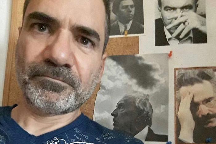 Χαράλαμπος Γιαννακόπουλος: «Ποιητής σημαίνει να μην αναγνωρίζεις την απώλεια»