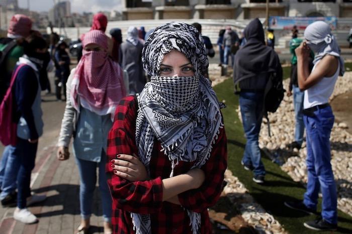 «Αραβουργήματα» της μνήμης, ζώντας και πεθαίνοντας στην Παλαιστίνη