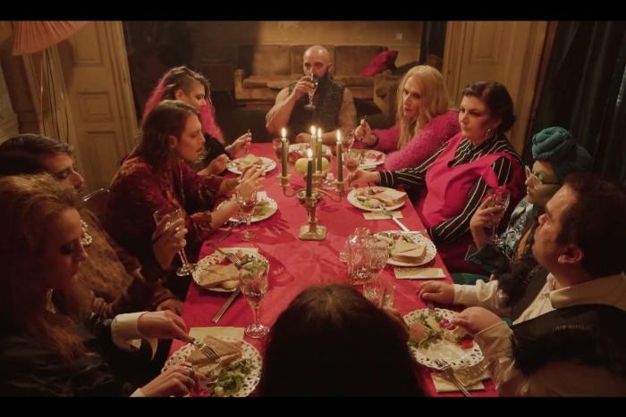 «Αγία ελληνική οικογένεια»: το σπιρτόκουτο που γεννά τραγωδίες