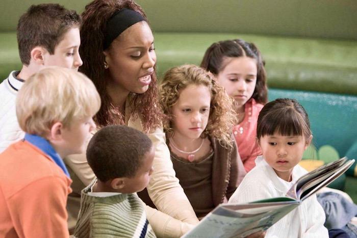 Αναγνώστες από κούνια: μεγαλώνοντας ευτυχισμένα παιδιά