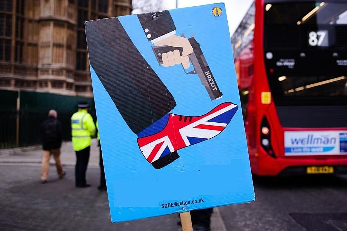 Το βρετανικό crime fiction και τα κοινωνικά αίτια της δυσφορίας με την Ευρώπη