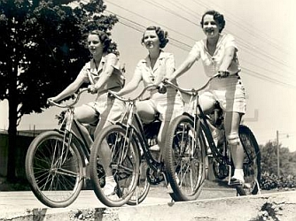 women-on-bicycles2